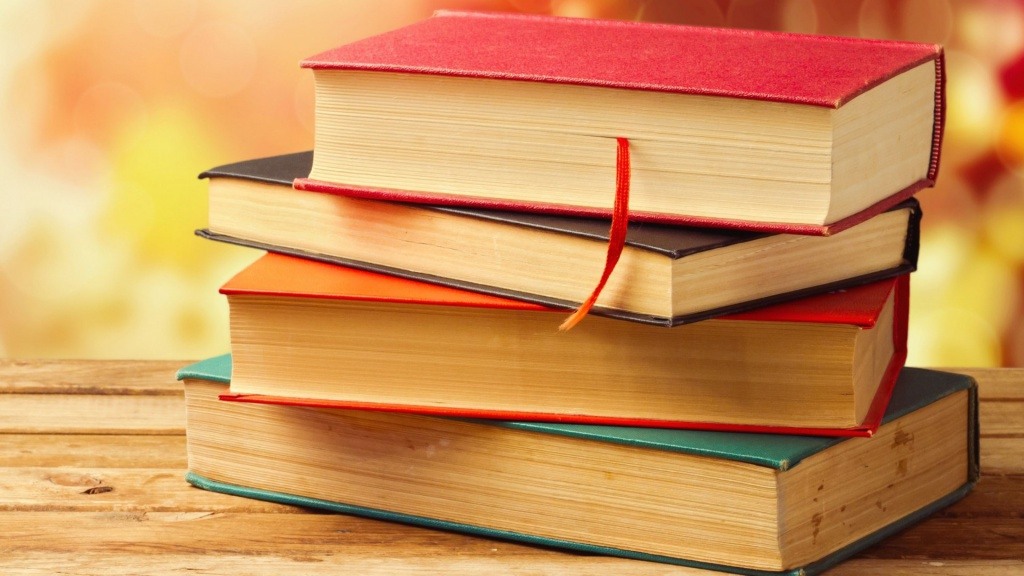 www.GetBg.net_Creative_Wallpaper_Stack_of_books_on_the_bench_082401_.jpg